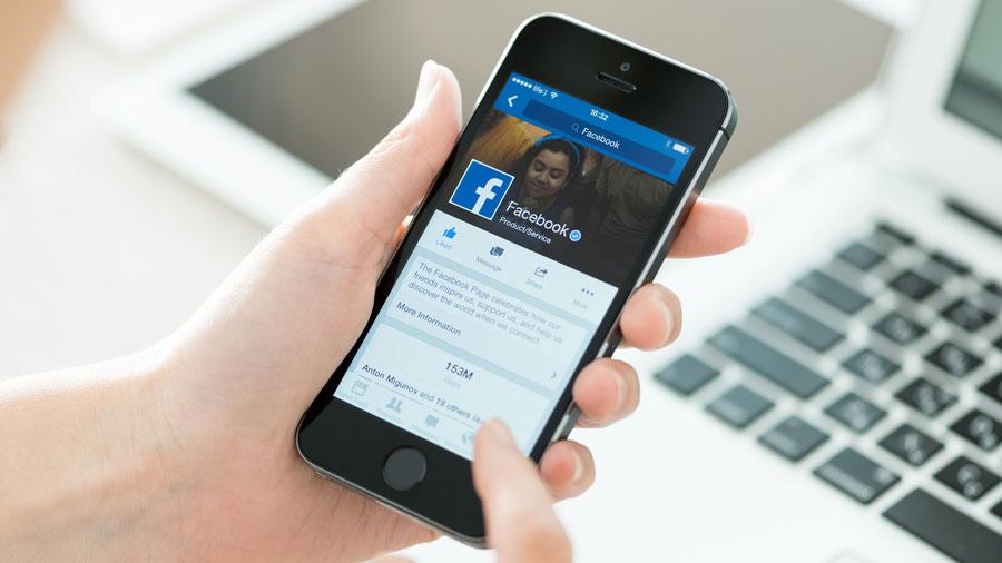 Новое приложение социальная сеть Facebook превращает iPhone в«кирпич»