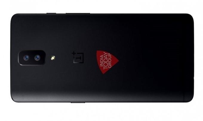 Изображение телефона OnePlus 5 демонстрирует сдвоенную камеру