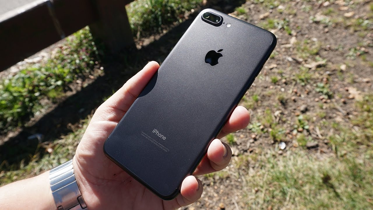 В России сильно упали цены на IPhone 7 Plus с двойной камерой
