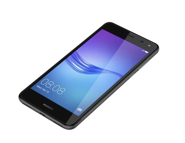 Huawei доставила в РФ  смартфон Y5 2017 за8 тыс.  руб.