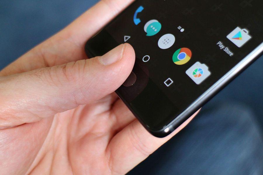 В телефоне OnePlus 5T есть действительно быстрая зарядка
