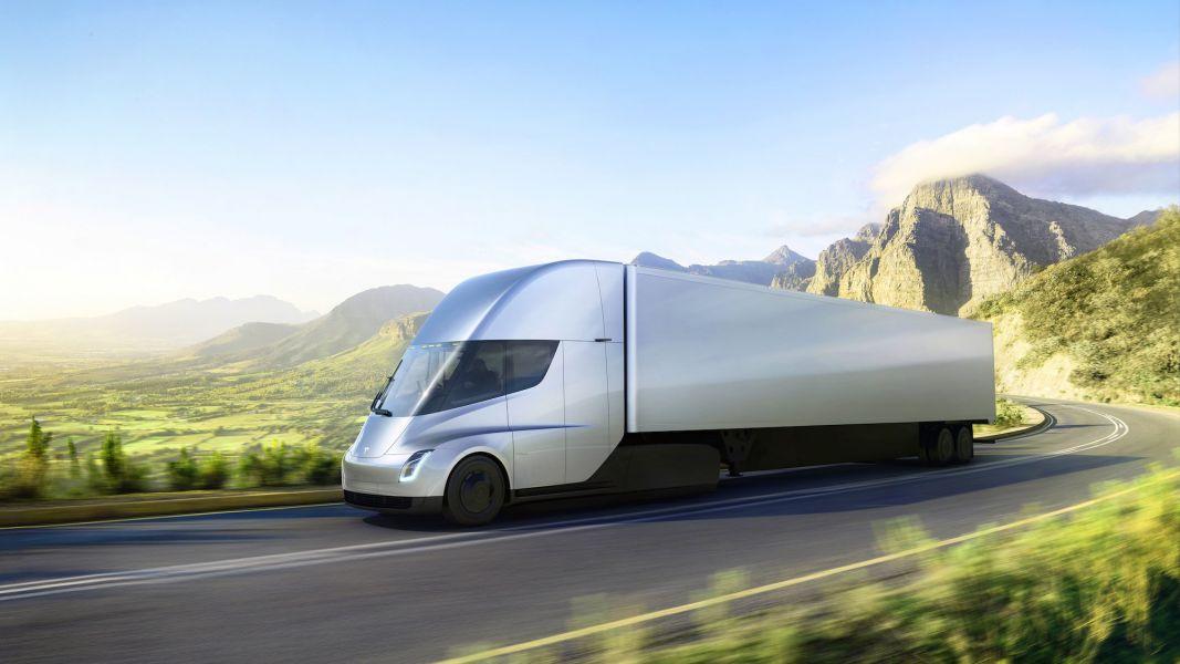 Илон Маск представил электрический грузовик Tesla и новый спорткар
