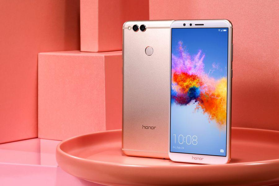 Huawei представила смартфон Honor 7X в новом красном цвете