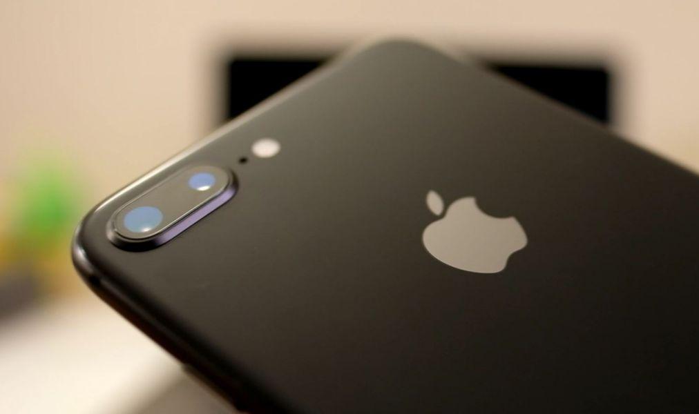 НаApple подали всуд зазамедление работы старых iPhone