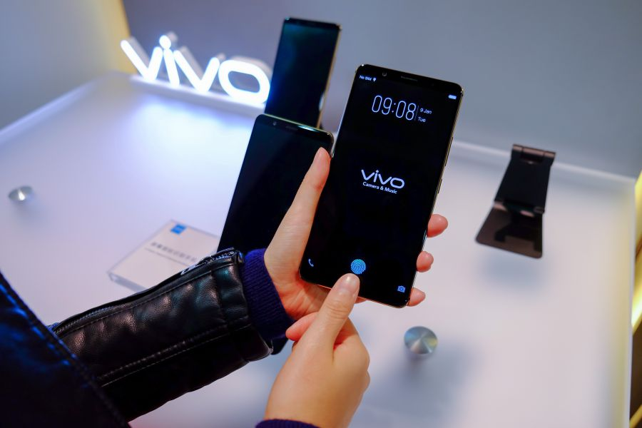 Vivo покажет смартфон сосканером пальца встекле наCES 2018
