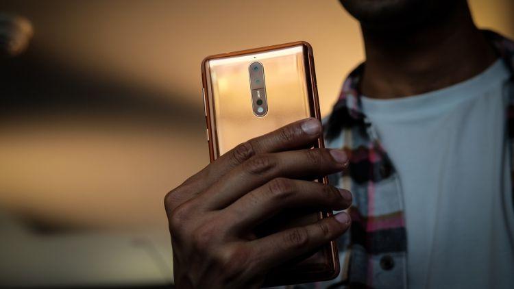 Телефону нокиа 8 Sirocco приписывают SoC Snapdragon 845 ибеспроводную заря ...