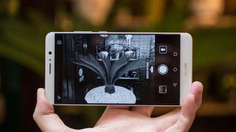 Apple отдал Huawei звание лучшего смартфона для фото