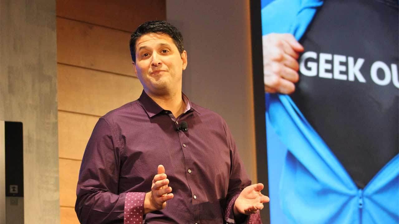 Компанию Microsoft покинет руководитель подразделения Windows