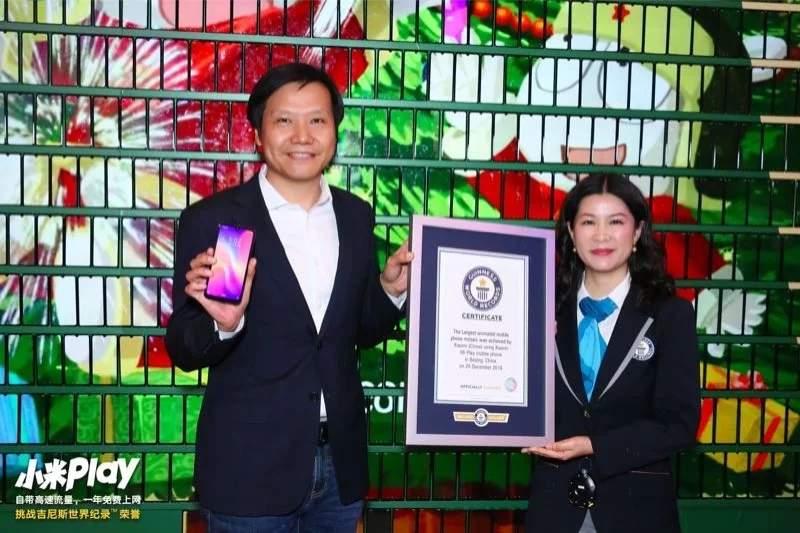 Xiaomi создала ёлку из тысячи смартфонов